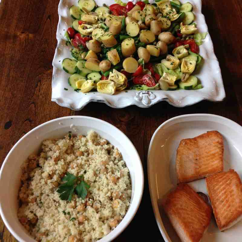 photo of salade niçoise with quinoa, chickpeas, and salmon