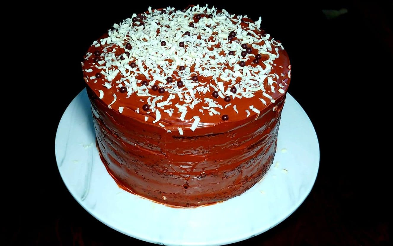 CHOCOLATE LAYER CAKE                  WITH  SALTED CARAMEL- CHOCOLATE   FROSTING