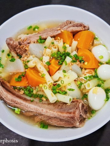 macaroni soup with quail eggs, pork bones and carrot