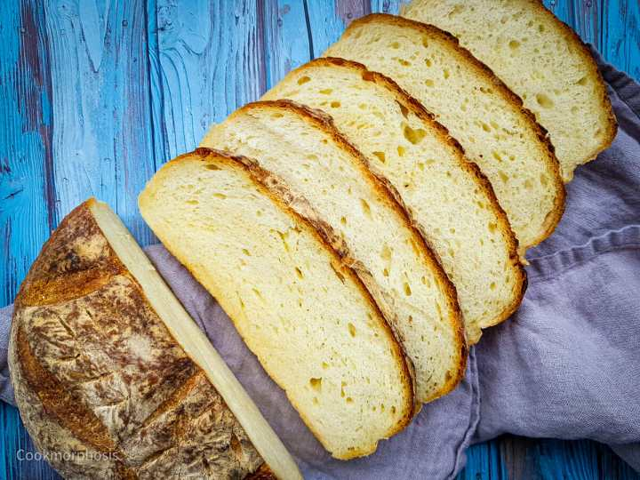 homamde artisan cheese bread cut into 5 slices