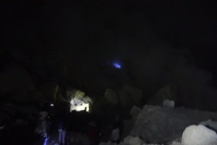 ijen blue lights1