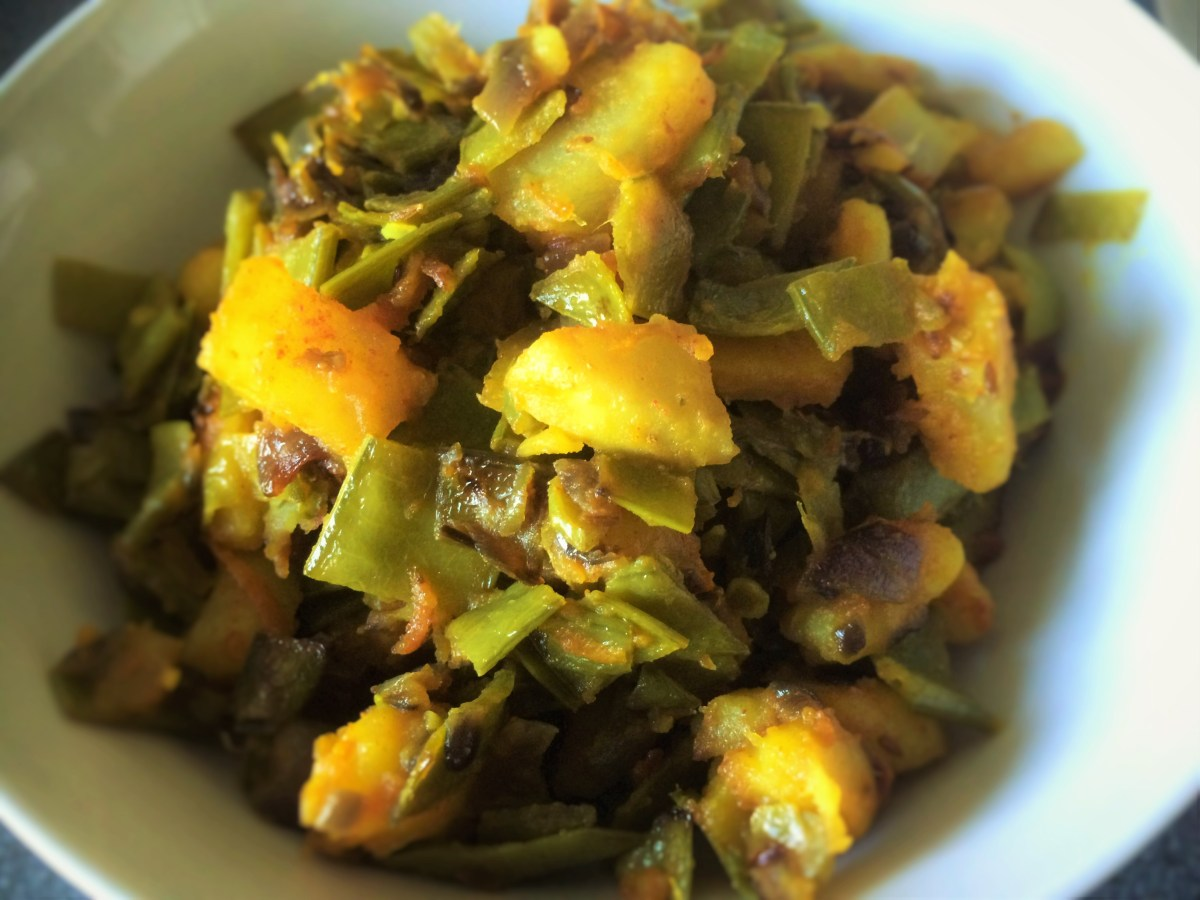 Indian Style Mangetout And Potato Cooktogether