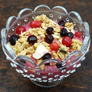 Berry and granola yoghurt pots