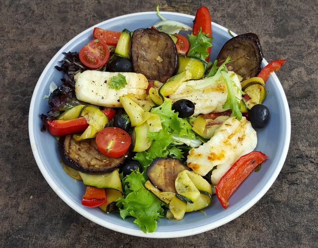 Grilled vegetables & halloumi salad
