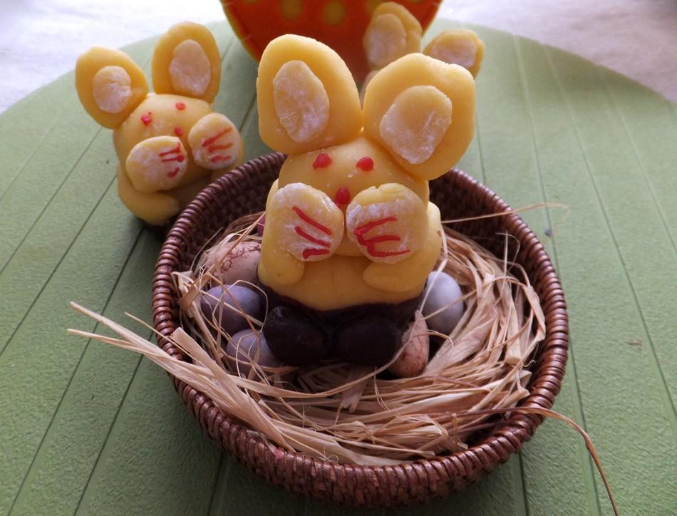 Marzipan Easter bunnies