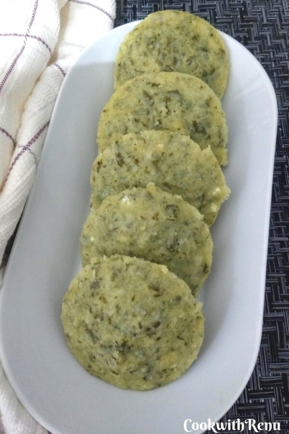 Palak Paneer Stuffed Idli | Steamed Spinach & Cottage Cheese Cakes