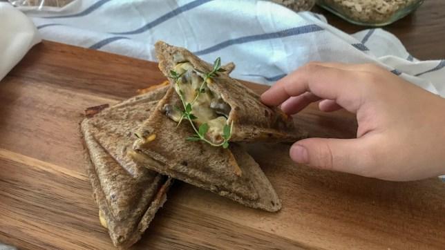 烤蘑菇芝士飛碟三文治素食早餐食譜