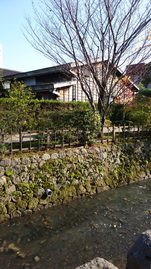 金沢 武家屋敷跡 足軽資料館側の用水