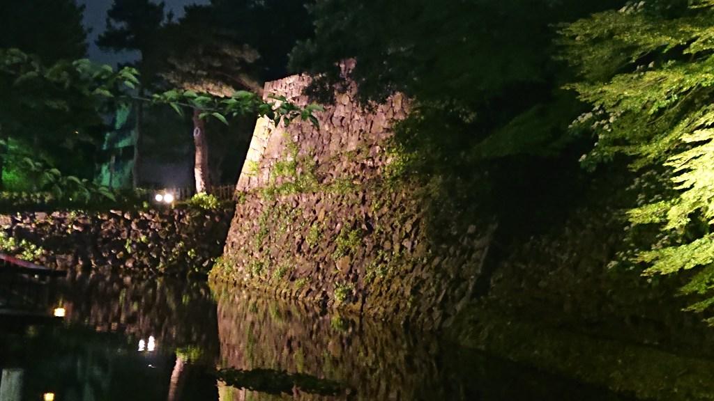 金沢城大手堀のライトアップ
