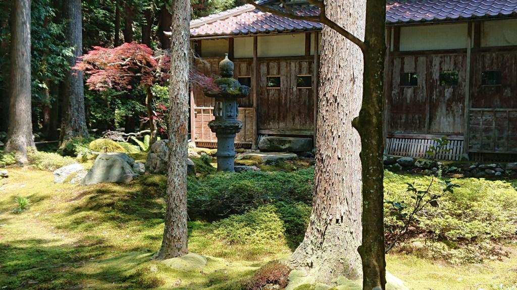 苔の里の古民家と苔庭