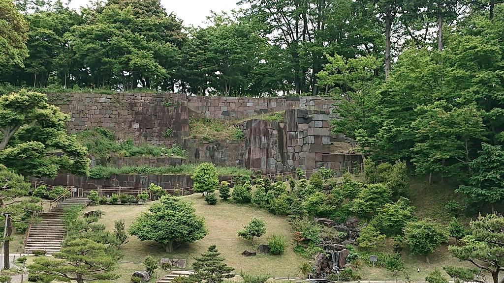 玉泉院丸庭園の石垣のアップ