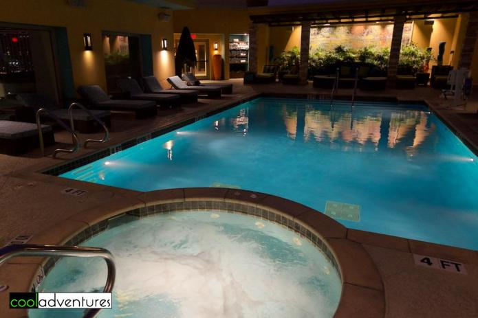Hot tub and rooftop pool at Hotel Contessa