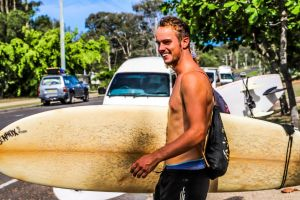 coolbananasbackpackers-surfing5