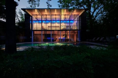 Modern Glass House With Open Landscaping Decorations1