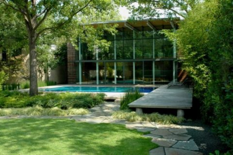 Modern Glass House With Open Landscaping Decorations5