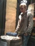 Notre cher Antoine gère les entrées au O'Kallaghan's (Rouen)