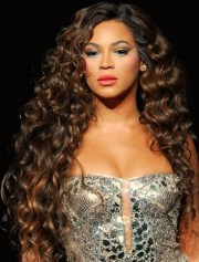 beyonce long brown curly hair style