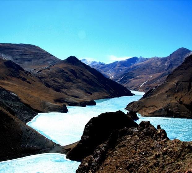 Turquoise lake in Tibet
