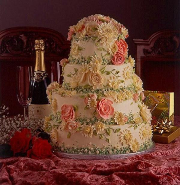 Flowery wedding cake