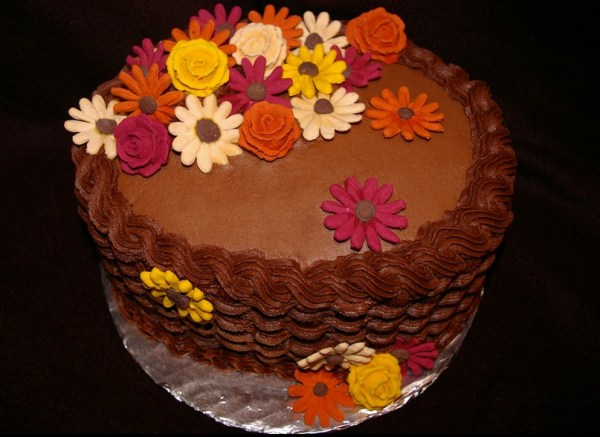 Cake with basketweave and royal icing flowers
