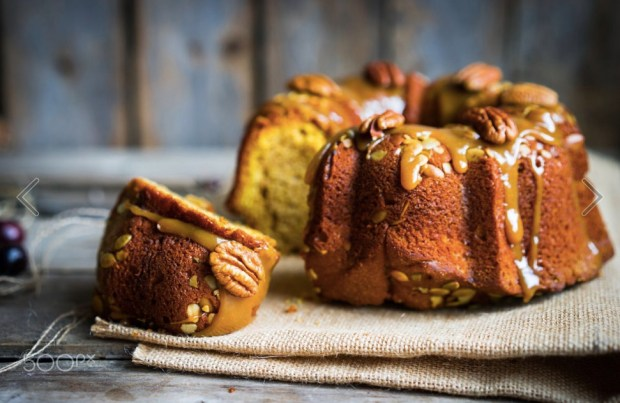 homemade-autumn-cake-with-nuts-and-caramel-on-wooden-background