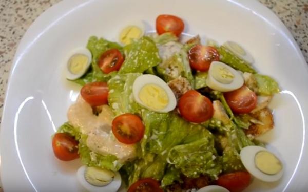 Цезарь 3 салат безендіреді