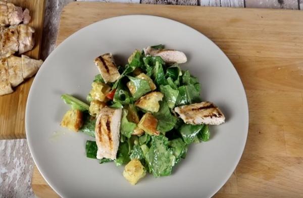 Цезарь 4 салат