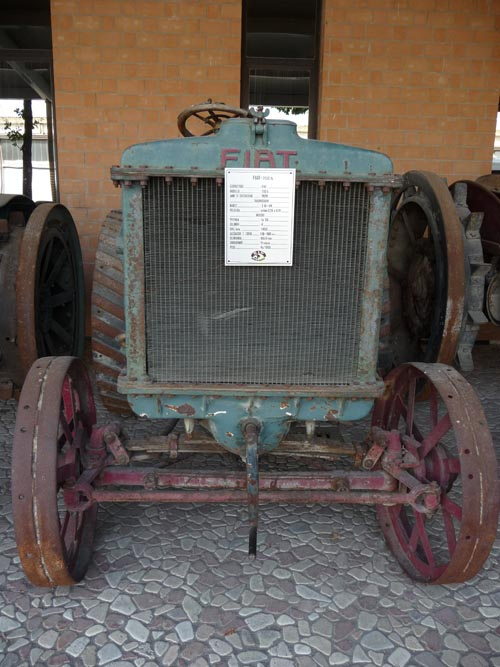 FiatTractor3.jpg