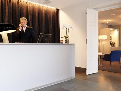 HotelSkeppsholmenReception2Medium.jpg