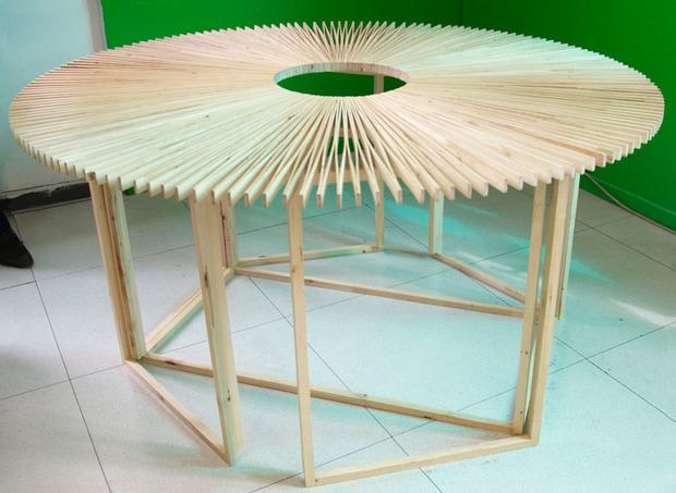 The-Fan-table.jpg