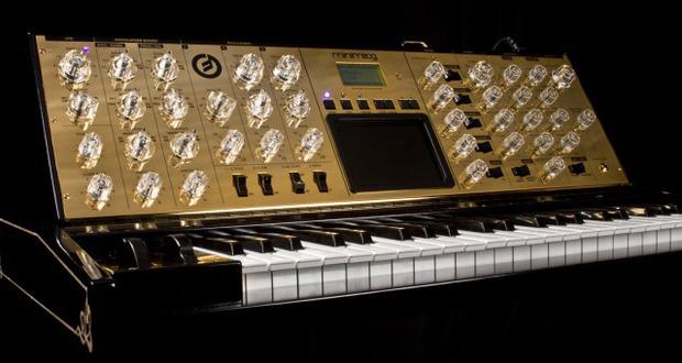 Moog-10yr-gold.jpg