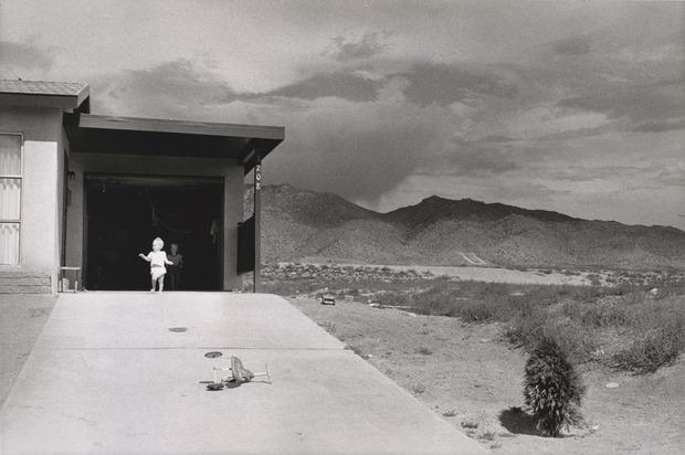 SFmoma_Winogrand_Albuquerque_1957.jpg