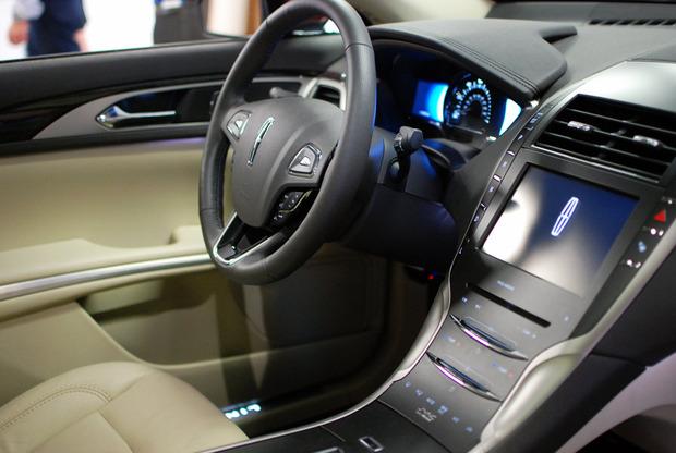 2013-lincoln-mzk-interior.jpg
