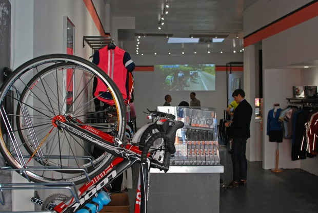 rapha-cycle-club-new-york-city-1.jpg