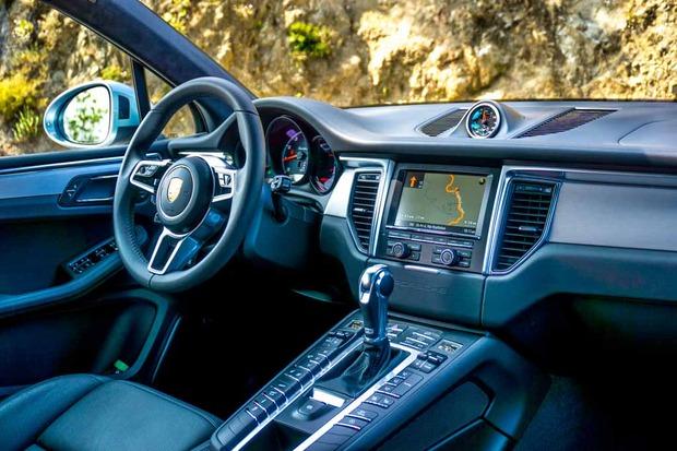 3PorscheMacanTurbo_Interior.jpg