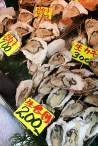 Tsukiji-oysters-wom1.jpg