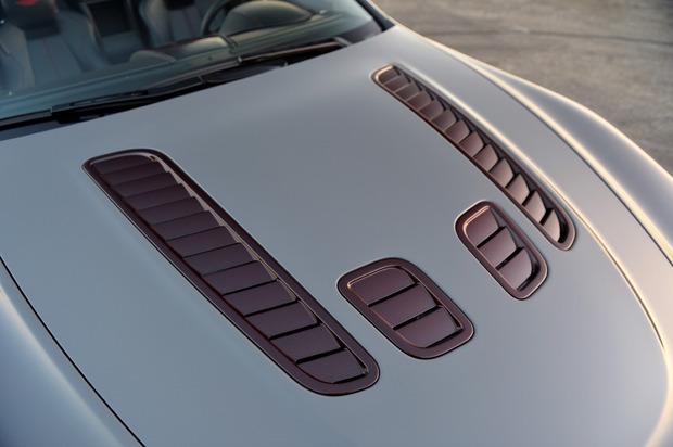 AstonMartinV12S-02.jpg