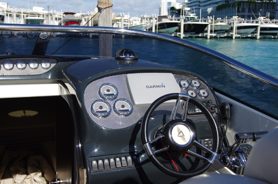 HuntonPowerBoats-03.jpg