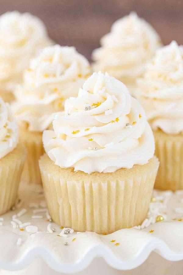 Moist Vanilla Cupcakes