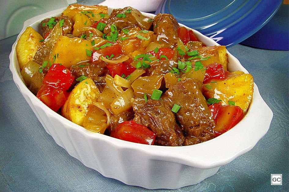 Receita de Carne de panela com mandioca e tomate