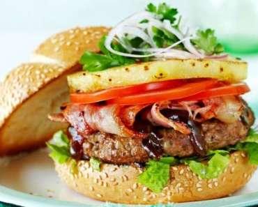 Receita de Hambúrguer com abacaxi caramelizado