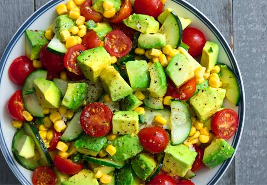 Receita de Salada Low Carb de abacate com camarão