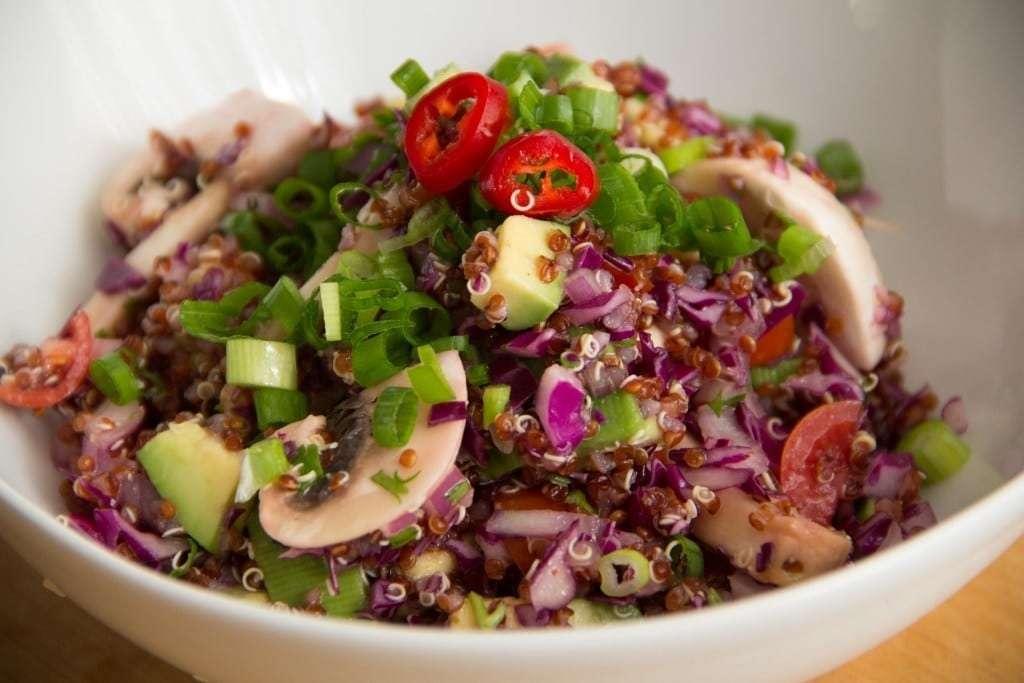 Receita de Salada de quinoa colorida e saudável