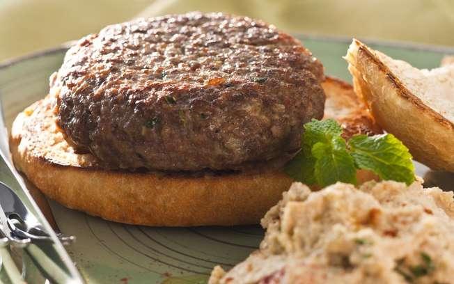 Receita de Hambúrguer de cordeiro com pasta de grão-de-bico