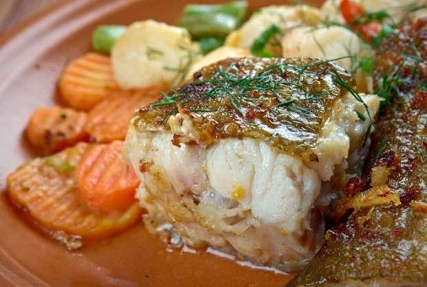 Receita de Peixe assado com Legumes para Almoço Rápido