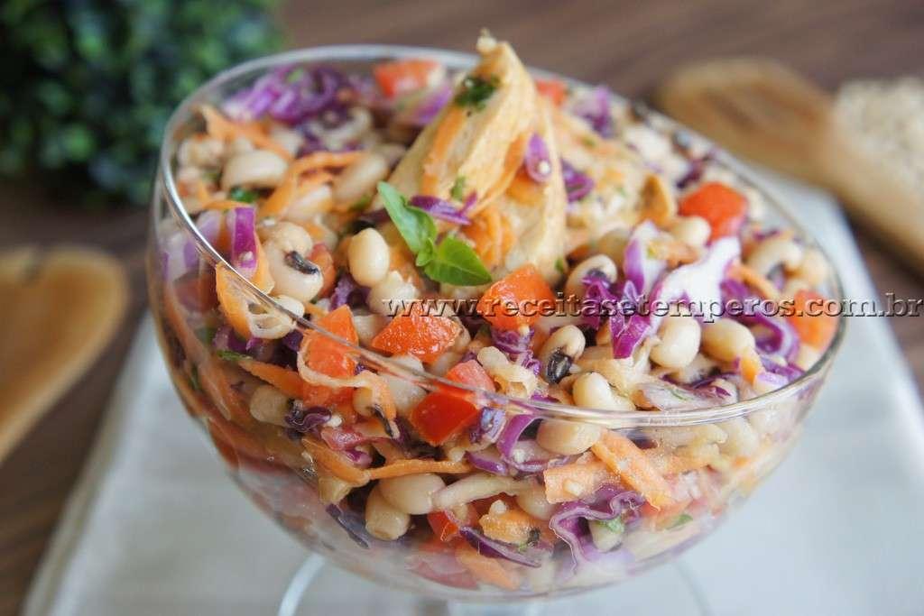 Receita de Salada de Feijão Fradinho com frango