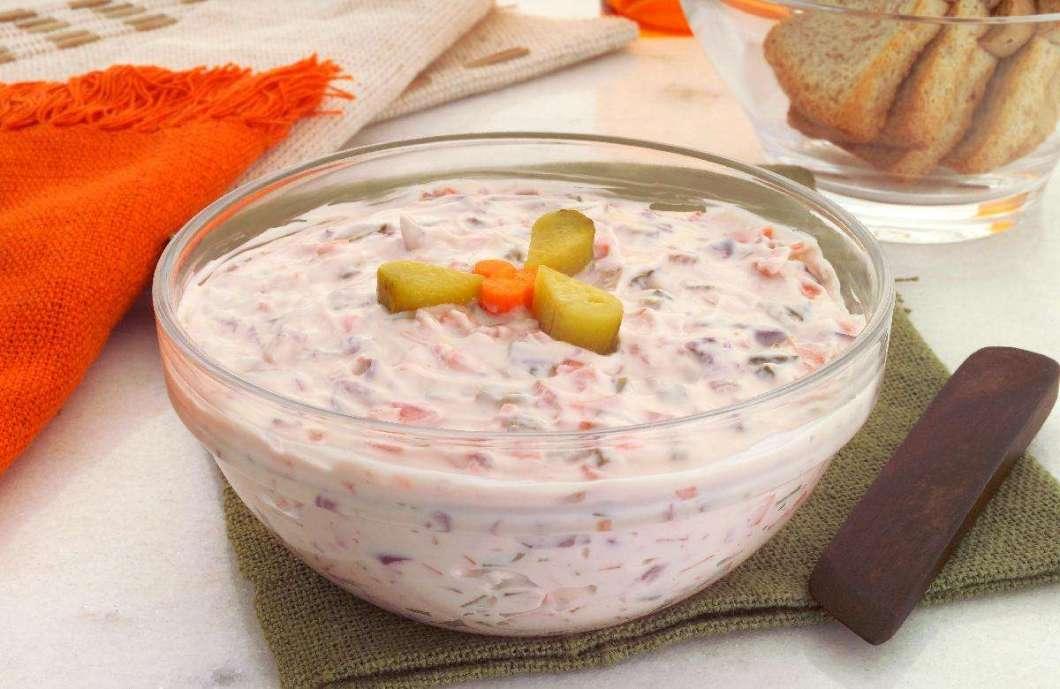 Receita de Molho tártaro com cenoura, azeitona e pepino