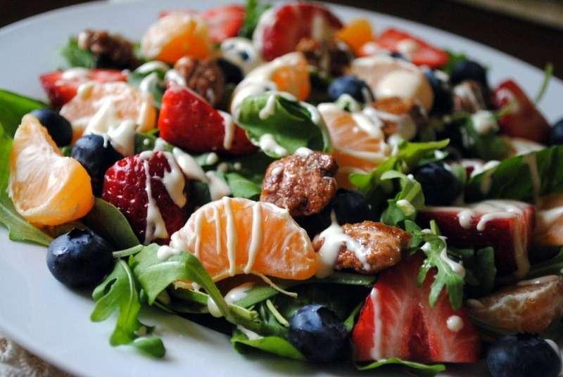 Receita de Salada Tropical com Morango
