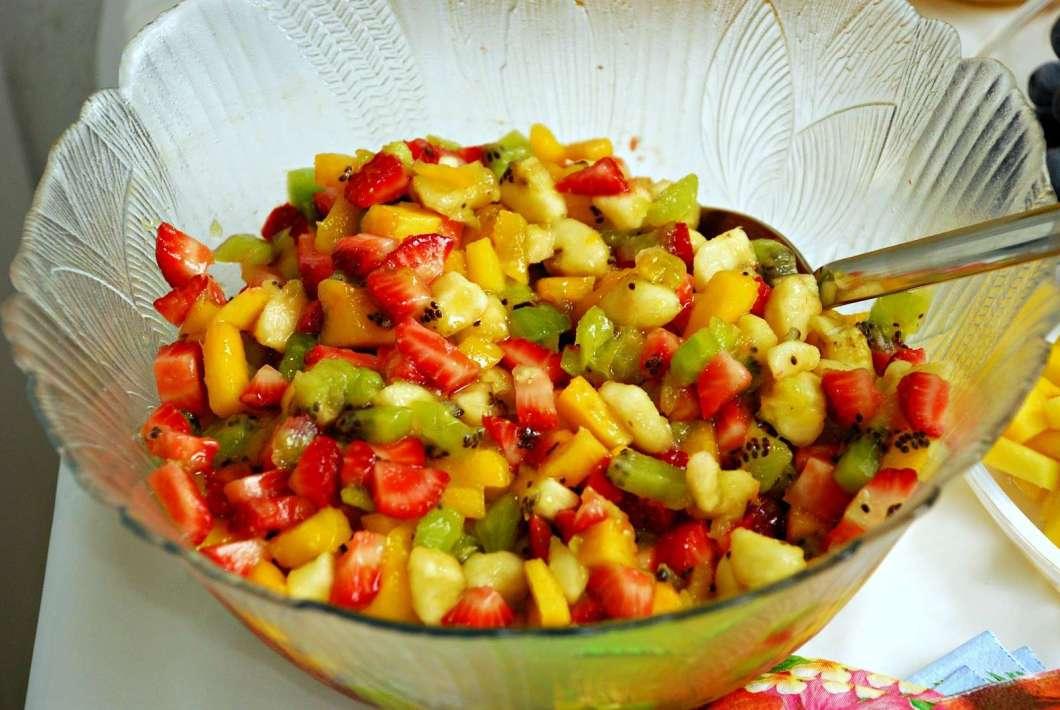 Receita de Salada tropical com frutas e legumes