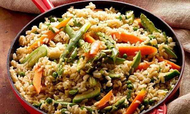 Receita de Frigideira de arroz e legumes com curry verde